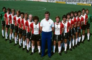 Lawrie McMenemy with the Southampton squad, 1981