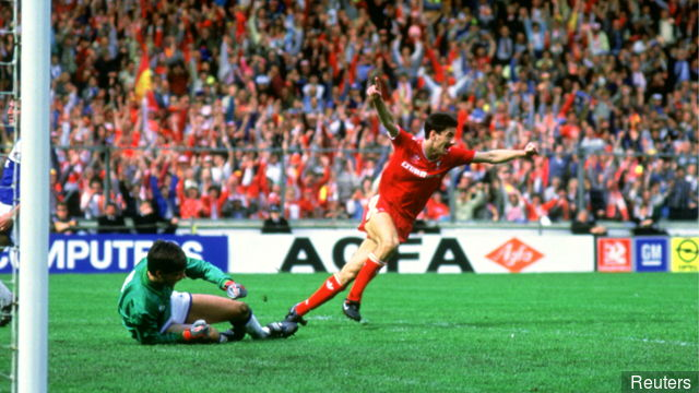 Ian Rush scores against Everton in the 1986 FA Cup Final
