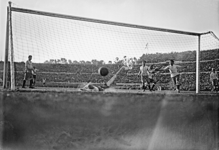 Héctor Castro scores in 1930 World Cup Final